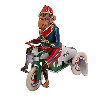 Apina ratsastaa auto-tin-lelulla