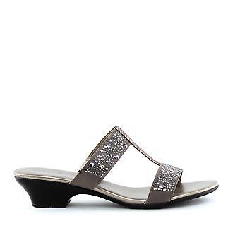 Karen Scott | Eddina Sandals