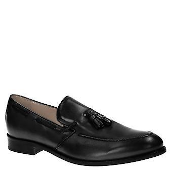 Handgefertigte Herren Slipper mit Quasten aus schwarzem Leder