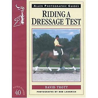 Riding a Dressage Test (Allen Photographic Guides) [Illustrated]