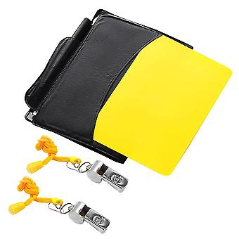Dommer kort sæt rødt kort gult kort og to metaldommer fløjter fløjte for fodbold fodbold