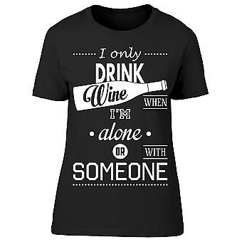 Jag dricker bara vin när im ensam tee kvinnor ' s-bild av Shutterstock