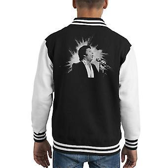 TV keer zanger Tom Jones uitvoeren van 1984 Kid's Varsity Jacket