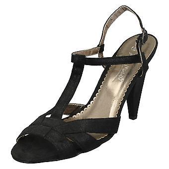 Kära Anne Michelle låg krängt domstolen skor