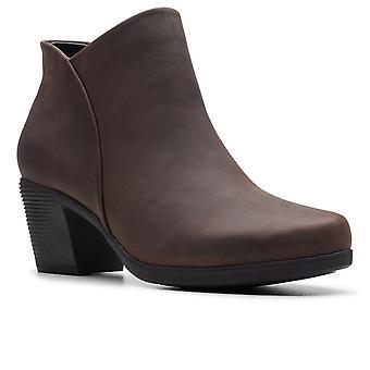 كلاركس أون ليندل زيب النساء أحذية الكاحل