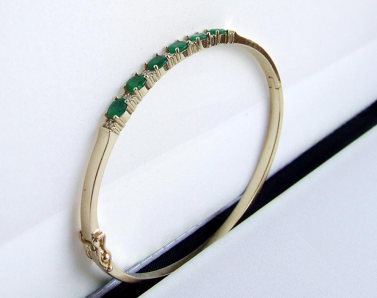 Gold Bracelet with Emerald and diamonds