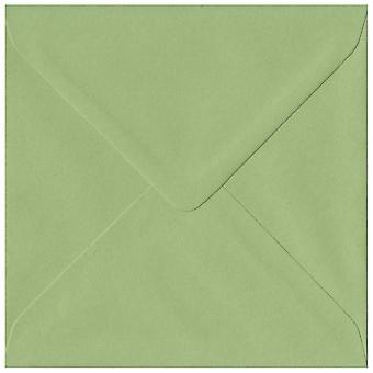 Groen erfgoed gegomd 130mm vierkante gekleurde groene enveloppen. 100gsm FSC duurzaam papier. 130 mm x 130 mm. bankier stijl envelop.