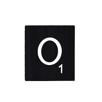 Lettres noires de Scrabble en bois avec des nombres et des alphabets imprimés -O