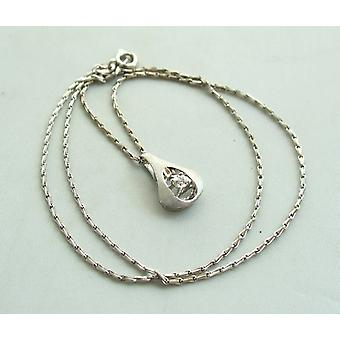 White gold necklace and pendant with diamond