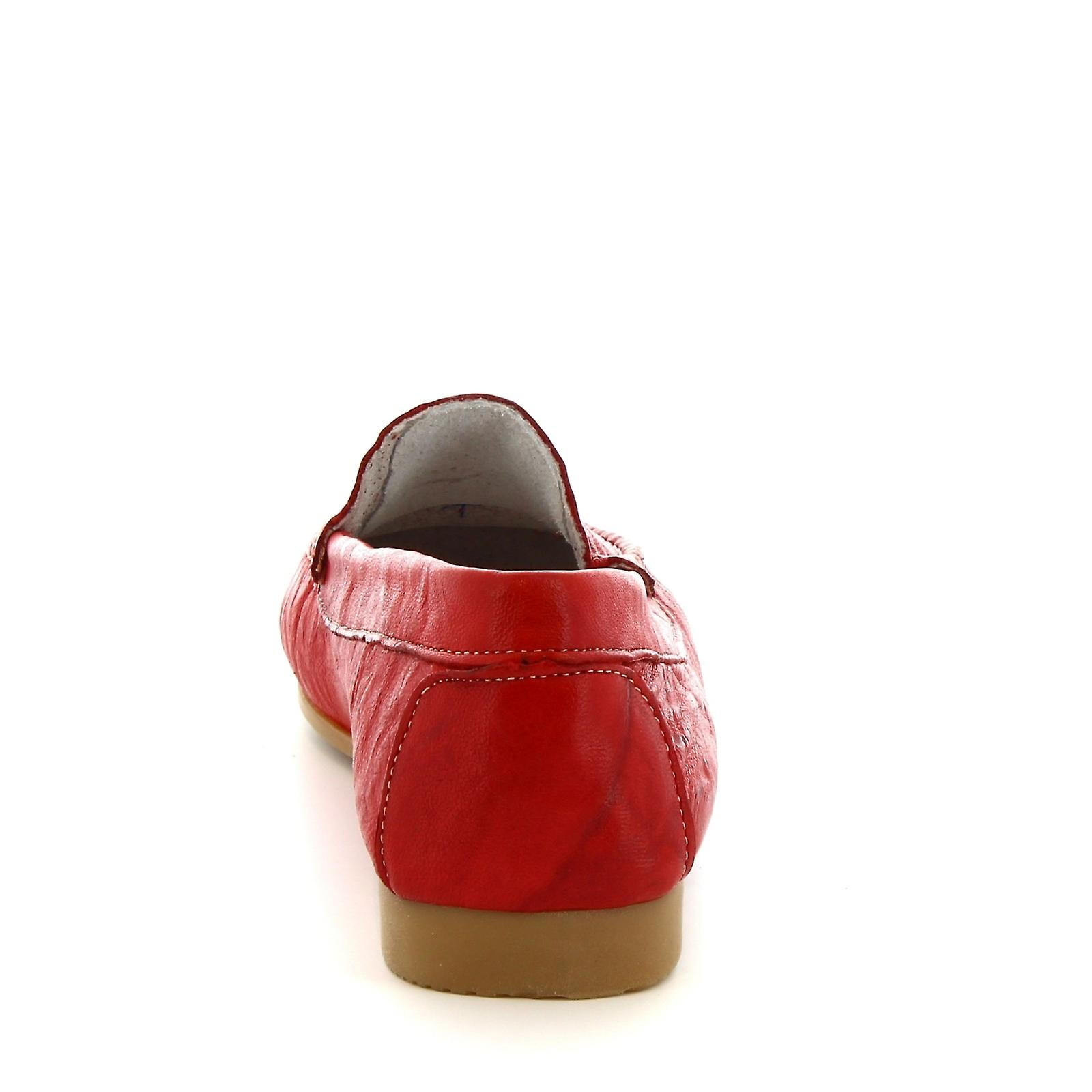 Leonardo Shoes Women's handmade slip-on flat loafers in red calf leather