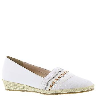 Beacon Womens Holiday 2 Almond Toe Loafers