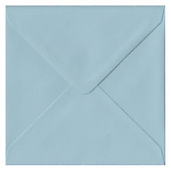 Baby Blue liimattu 130mm neliön värillinen sininen kirjekuori. 100gsm FSC kestävää paperia. 130 mm x 130 mm. pankkiiri tyyli kirjekuori.