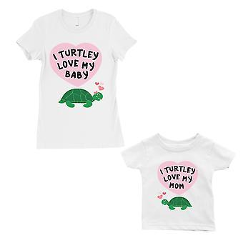 Turtley Love vauvan äiti äiti ja vauva vastaavat lahja paidat valkoinen