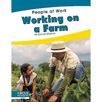 People at Work - Working on a Farm by  -Connor Stratton - 978164493097