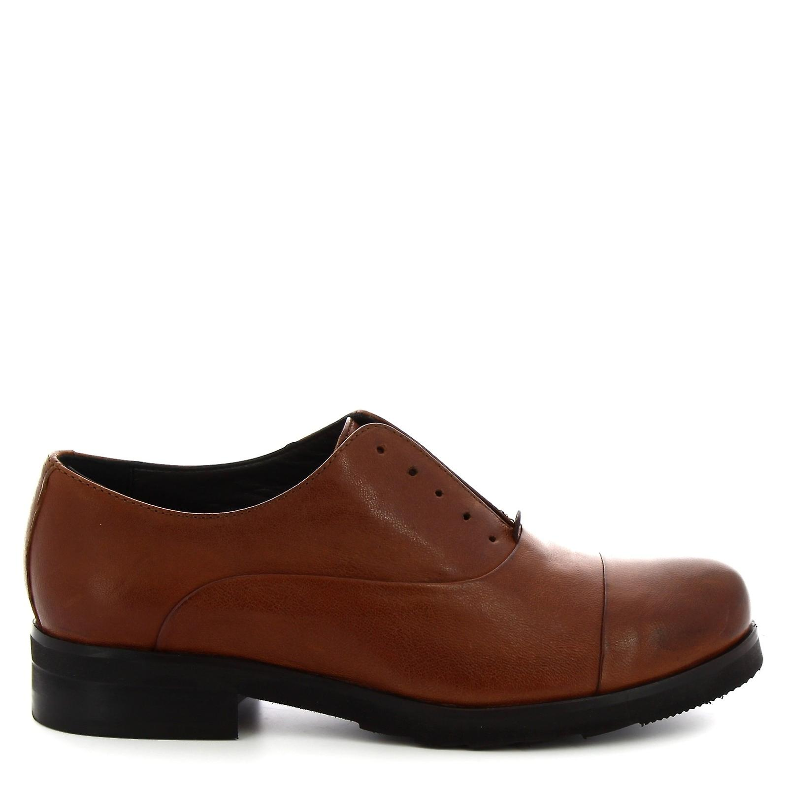 Leonardo Shoes Women's handmade derby laceless shoes in tan calf leather