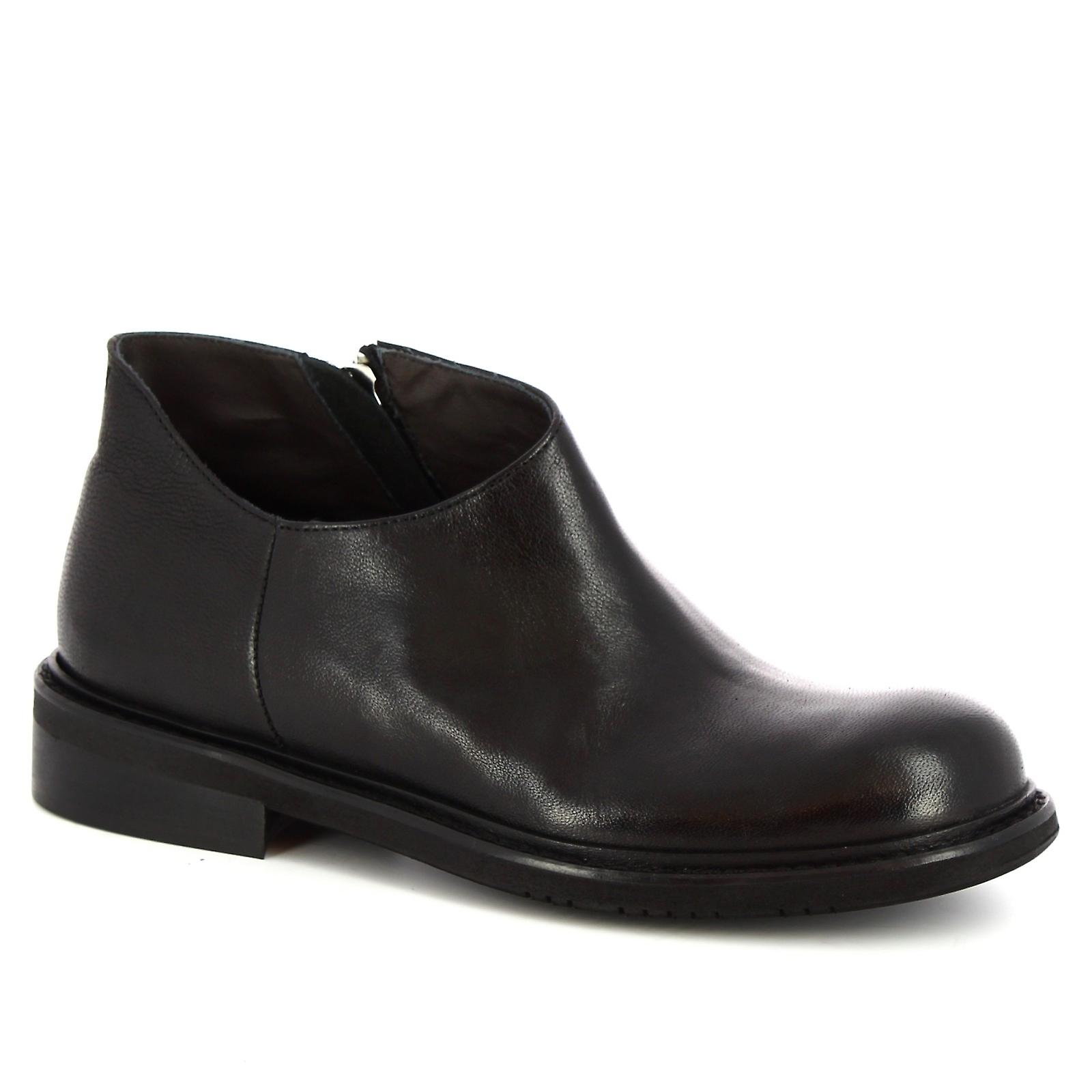Leonardo Shoes Women's handmade ankle boots in black calf leather with zip