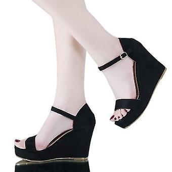 Les nouvelles sandales de plate-forme vont avec tout pour les femmes