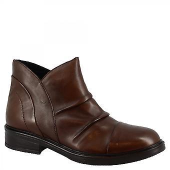 ليوناردو أحذية المرأة & apos;ق اليد جولة أحذية الكاحل في جلد العجل البني الداكن مع الرمز البريدي الجانب