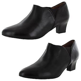 Gentle Souls Womens Groupe Kitten Heel Bootie Shoe