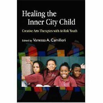 Healing innerstaden barnet - Creative Arts terapier med At-Risk Yo