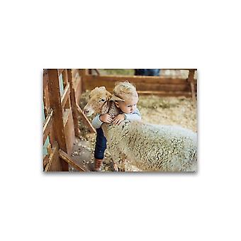 Baby Knuffelen een lam poster-afbeelding door Shutterstock