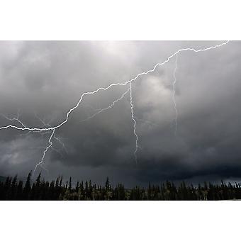 מכת ברק וסערה על הכביש המהיר ביותר יוקון הטריטוריה של קנדה הדפסה בקיץ