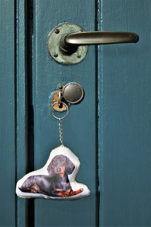Adorable dachshund shaped keyring