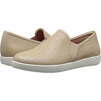 Trotters Womens Americana Leather Closed Toe Loafers