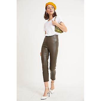 Oikea naisten perusnahka näyttää leggingsit