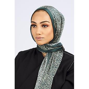 Silk satin scarf in green leopard print